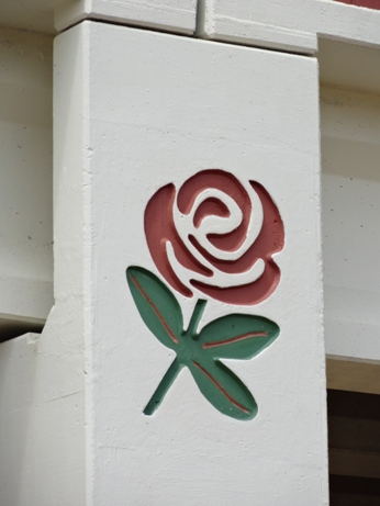 Close-up of Tyler rose logo on Loop 49 overpass in Tyler