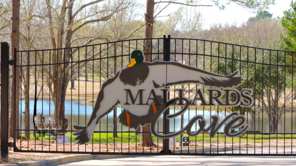 Mallard's Cove gated home community on Lake Palestine